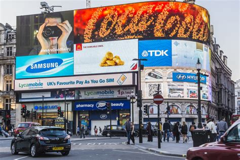 retailers need to embrace digital out of home advertising