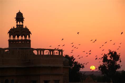 1325137200 palais et palaces du rajasthan rajasthan i bikaner le d 233 sert du thar et jaisalmer