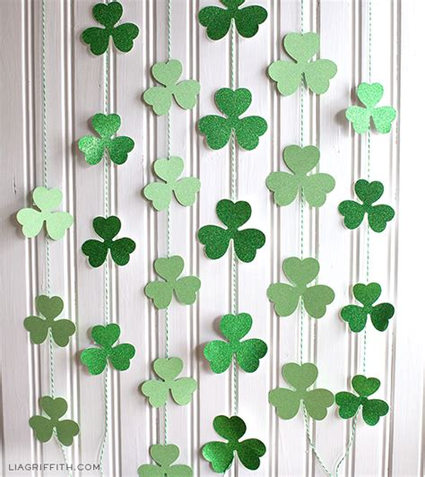 Shamrock Decorating by Diy St S Day Decor And Photo Props