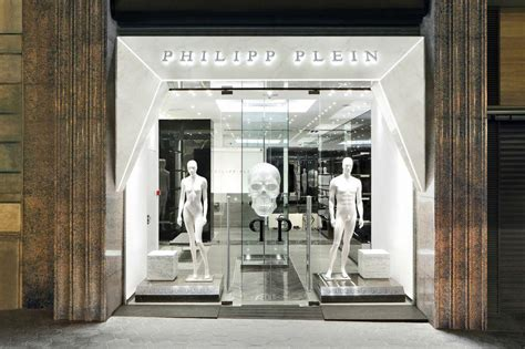 White Murano Glass Chandelier Philipp Plein Opens In Barcelona Spain