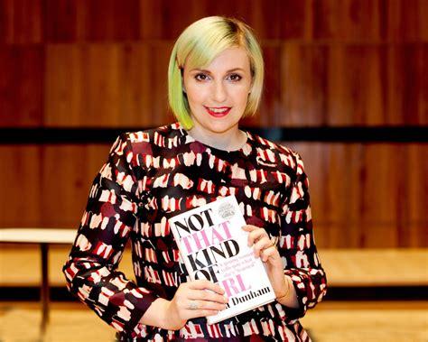 lena dunham zus passage in boek lena dunham wordt aangepast het nieuwsblad