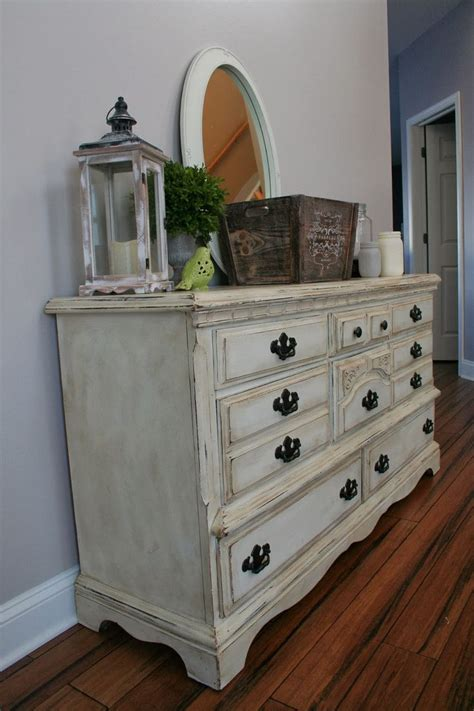 White Chalk Paint Bedroom Furniture by Sloan Chalk Paint In White With Heavy