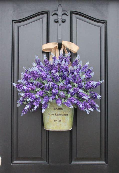 beautiful decorations  hang   door  arent