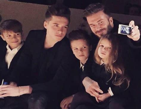 los hijos de los 843231627x victoria beckham custodiada por su familia en primera fila fashion click