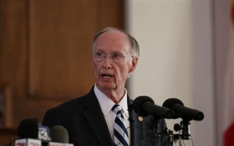 robert bentley alabama governor resigns over affair with aide taken to