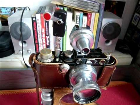 leica iii (black) from 1934 in action with self timer