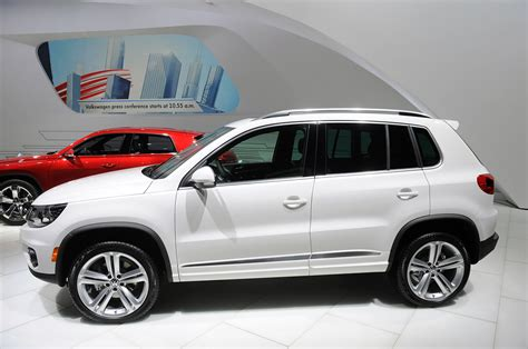 volkswagen tiguan white 2013 volkswagen tiguan and touareg take the r line autoblog