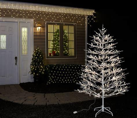 ge white fiberoptic tree w multi colored lights pre lit trees ge lighting