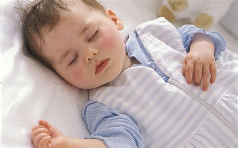 imagenes de como se mueve un bebe en el vientre mi beb 233 se mueve mucho mientras duerme 191 por qu 233