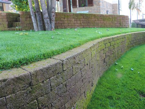 muretto giardino giardino con terrazzamenti in tufo progettazione giardini