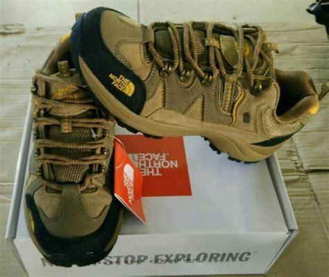 Sepatu Merk Outdoor 8 rekomendasi sepatu untuk kegiatan outdoor