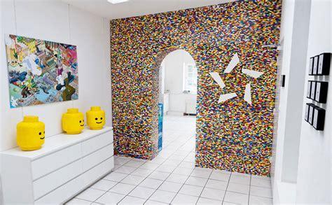 wallpaper dinding lego creatief met lego meubels en decoratie van lego blokjes