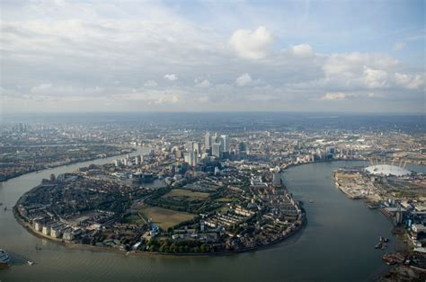 thames river view aerial view of isle of dogs and river thames london