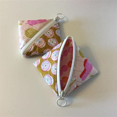 triangle pattern bag free sewing pattern half square triangle pouch quilts