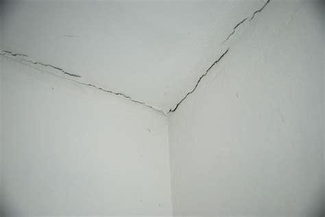 Risse An Der Decke by Risse In Der Wand Beseitigen Qb93 Hitoiro