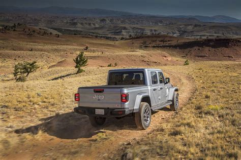 Jeep Truck 2020 Lifted by 2020 Jeep Gladiator Arrives Here Are The Official