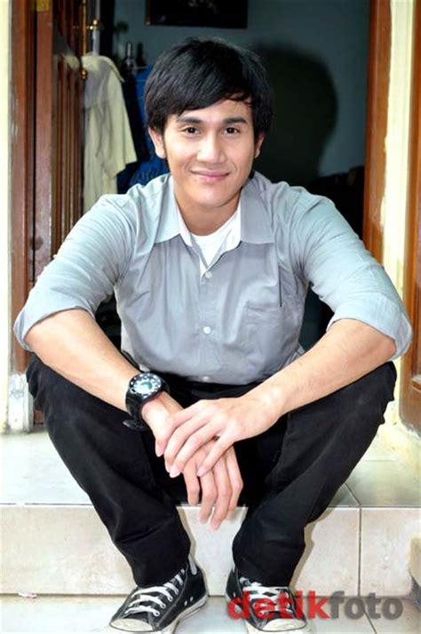 wallpaper keren vino g bastian gambar vino g bastian aktor cowok ganteng indonesia foto