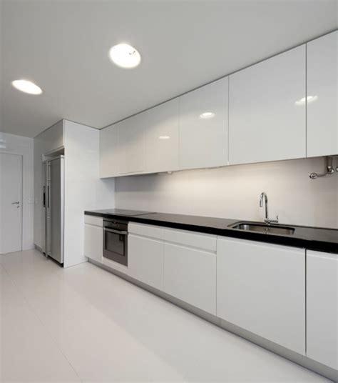 cocinas negras modernas cocina moderna blanca con encimera negra recamaras