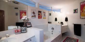 elvis presley bathroom elvis presley s honeymoon getaway goes on the market for