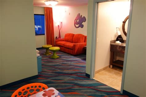 Photo Tour Of A Finding Nemo Family Suite At Disney S Art | photo tour of a finding nemo family suite at disney s art