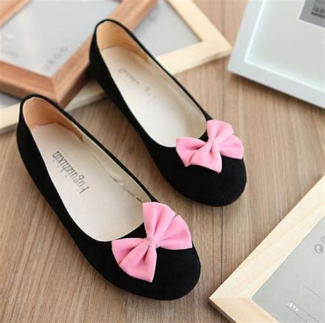 black flat shoes with bow shoes ballet flats black flats bows bow flats wheretoget