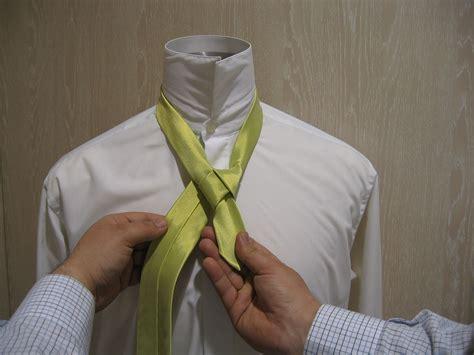 nudo medio windsor el medio nudo windsor o nudo de corbata sencillo es uno de