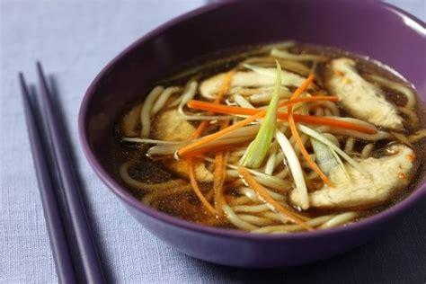 recette de soupe de p 226 tes au bouillon de l 233 gumes fum 233 s facile et rapide