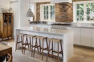 cucina con isola centrale cucina con isola con top in pietra e isola centrale su misura
