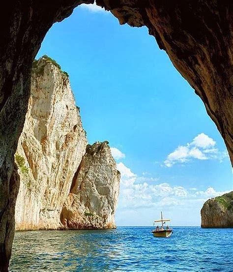 boat tour positano to capri full day cruise from positano to capri by supergozzo