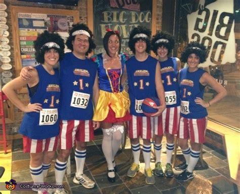 harlem globetrotters group costume photo