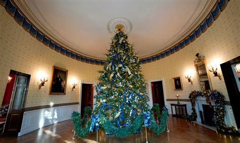 1996 blue room christmas tree photos white house decorated for see inside business insider
