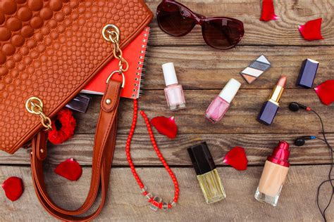 12 Things To In Your Make Up Bag by Tips For Decluttering Your Makeup Bag For The New Year
