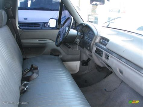 1995 Ford F250 Interior by 1995 Oxford White Ford F250 Xl Regular Cab Stake Truck