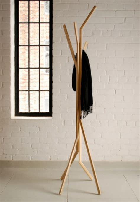 edelstahlgeländer mit holz kleiderst 228 nder aus holz effektvolle modelle