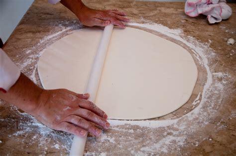 como decorar um bolo pasta americana como decorar pasta americana