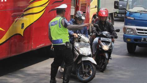 Garis Polisi Line Barricade 3 X 500 M polisi razia 7 610 pelanggar stop line