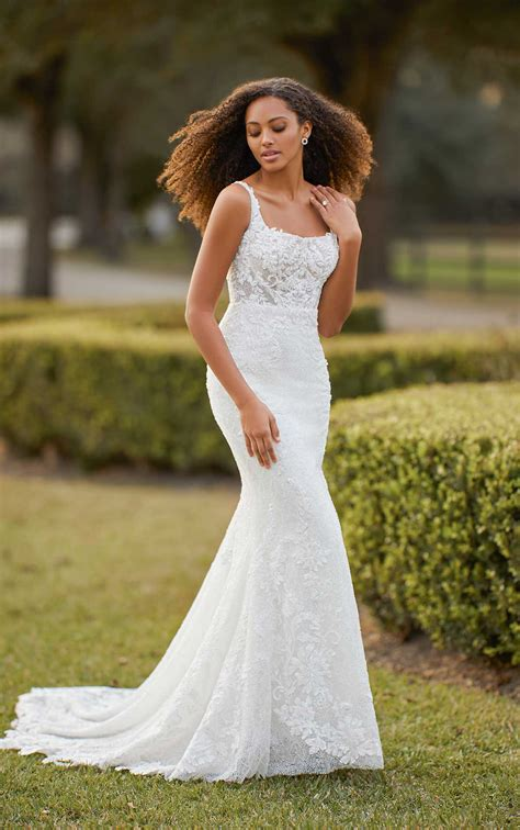 sleeveless scoop neck fit  flare beaded lace wedding