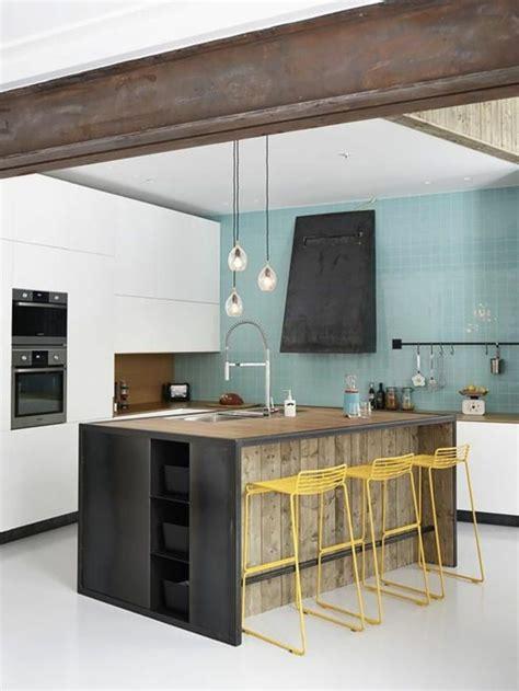 Attrayant Plaque De Marbre Cuisine #3: cuisine-équipée-avec-ilot-central-cuisine-originale-mur-bleu.jpg