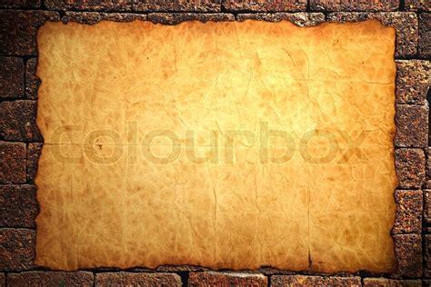 notebook papier auf mauer hintergrund stockfoto