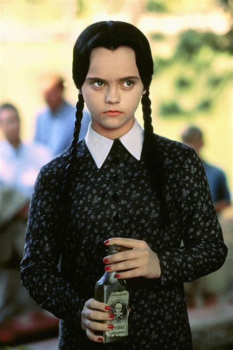 how wednesday addams would react to catcalling halloween sexy 232 essere a proprio agio la nuova riviera