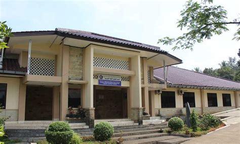 stiba ar raayah  kampus islami  depan lontarid