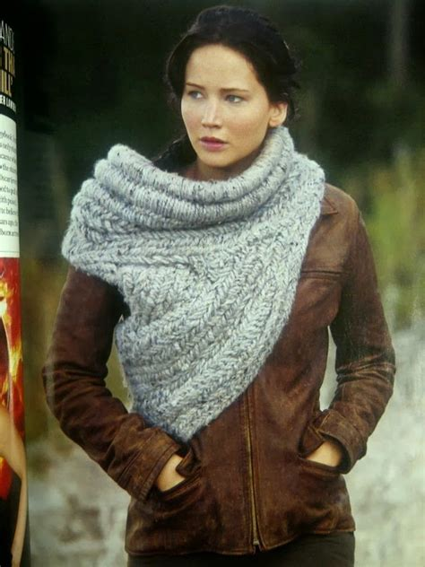 free pattern katniss cowl life and yarn or yarn and life katniss cowl vest