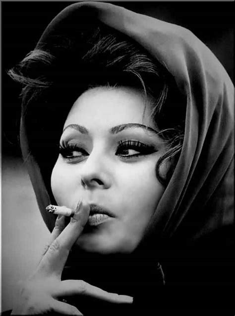 Sophia Loren - La Bella Fashionista & Fashion Icon