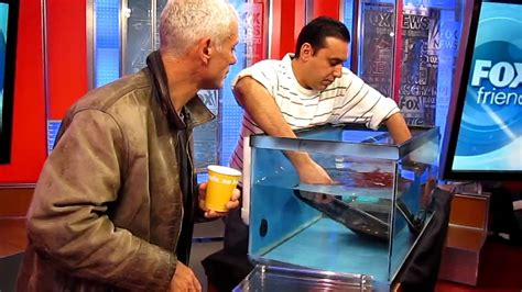 aquascape online aquascapeonline pedro showing jeremy wade how to handle a stingray on fox network s
