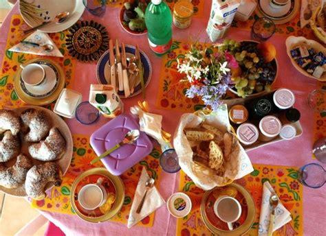 tavola apparecchiata per colazione tavola imbandita per la prima colazione foto di b b