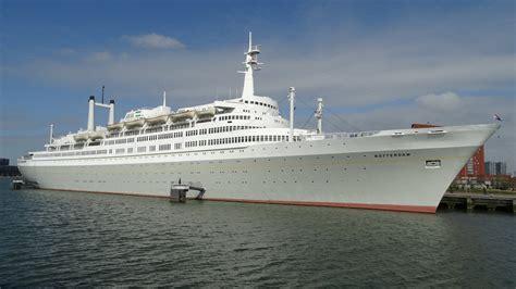 schepen in rotterdam designbeurs op monumentaal cruiseschip ss rotterdam de