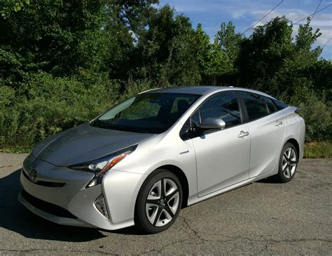 Toyota Prius Comparison 2016 Toyota Prius Still Leads The Hybrid Pack