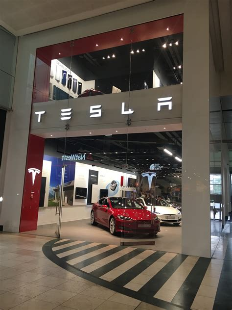 Tesla Shopping Tesla Store Pops Up In Milton Keynes Shopping Centre
