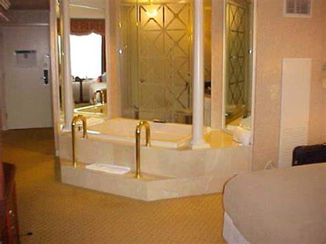 motel with bathtub guest room picture of tunica roadhouse casino hotel tunica tripadvisor