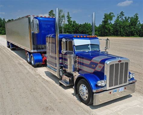 peterbilt custom 379 truck the paint scheme on this one 379 peterbilt the king of the